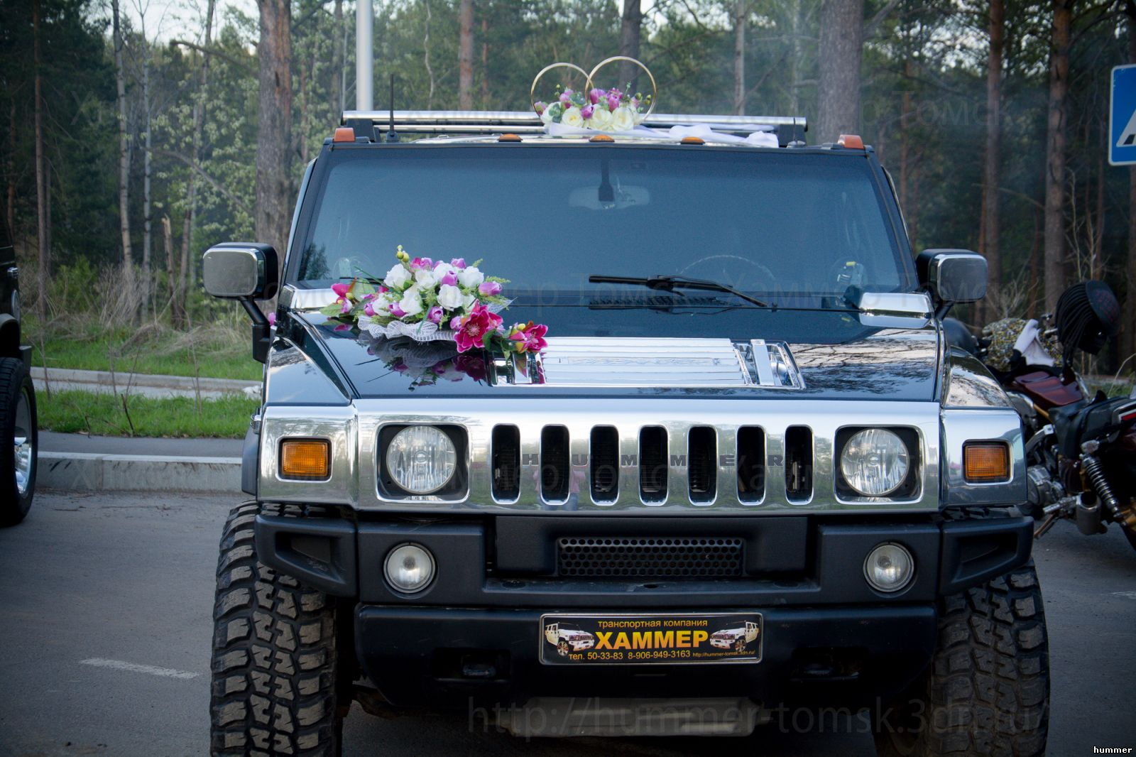 украшение машины на свадьбу фиолетовое