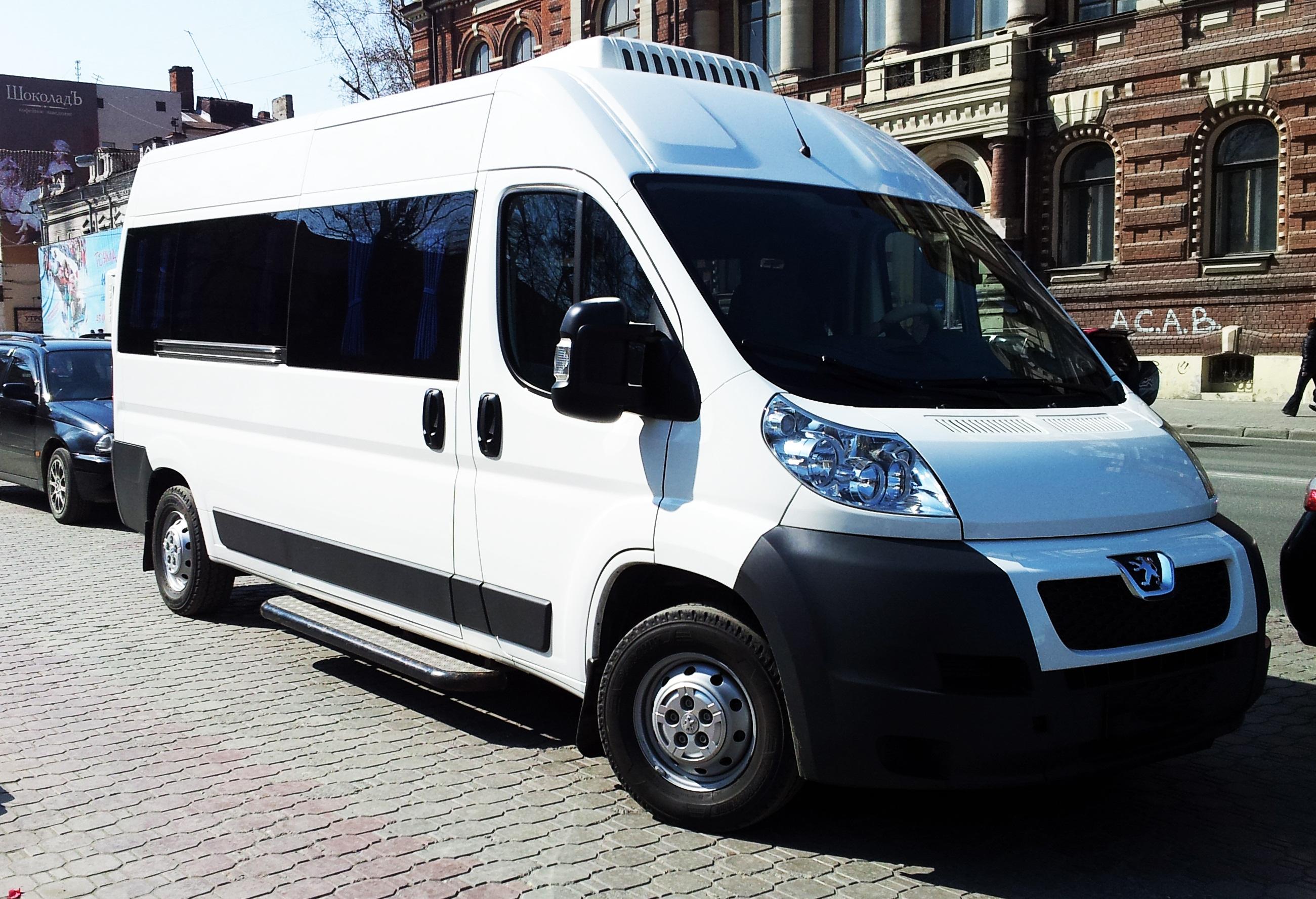 Заказ автобуса Пежо 17 мест